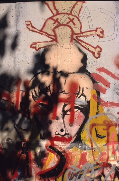 The Berlin Wall : Skull and Crossbones