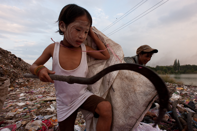 Burmese immigrants Thailand garbage recyclers and scavengers